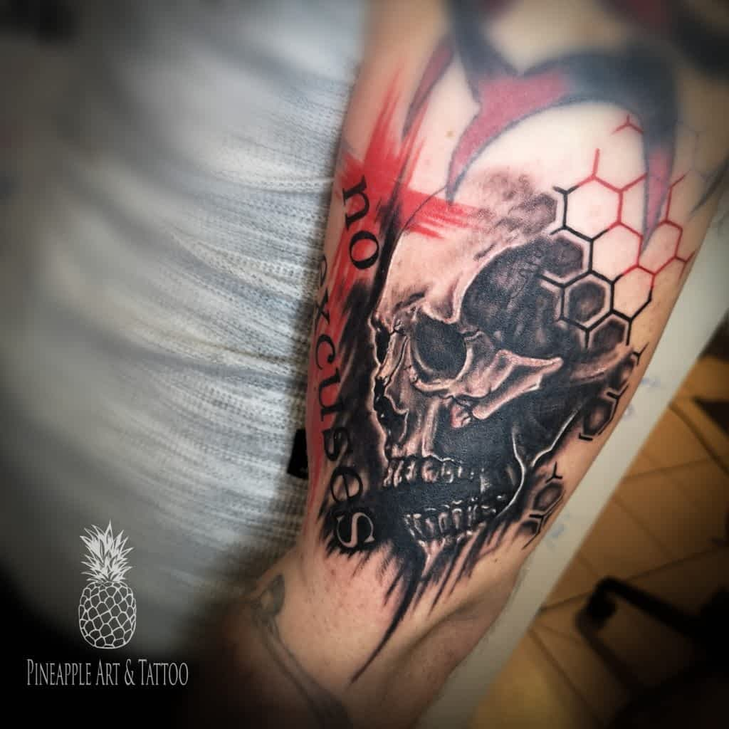 Trash polka tattoo, tetover Pineapple TATOO Maribor