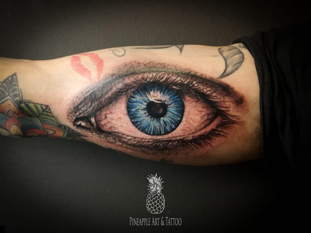 Tattoo relističnega očesa, tetover Pineapple TATOO Maribor